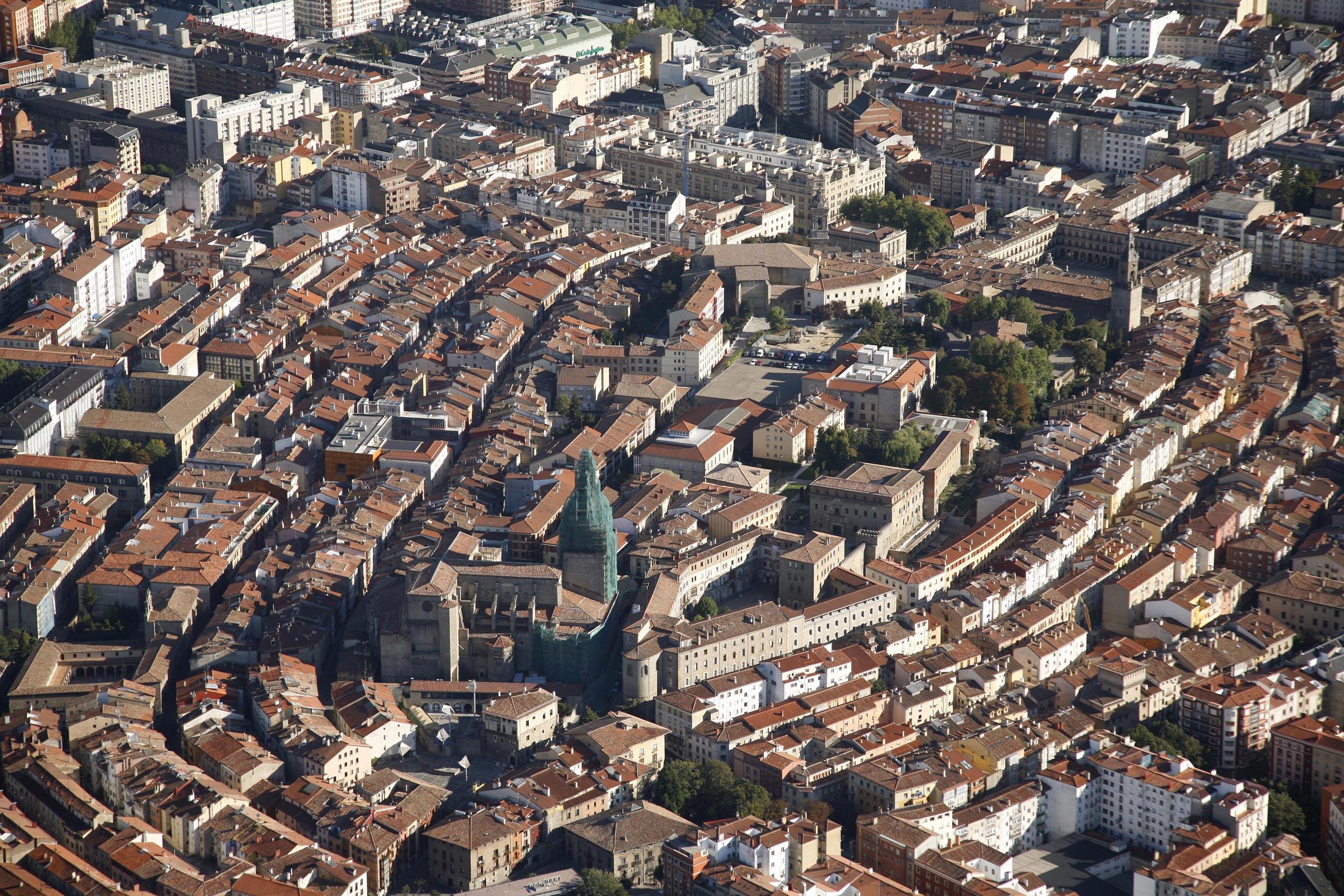 Vue des toits du quartier médiéval de la ville de Vitoria-Gasteiz
