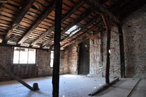 Intérieur d'un des bâtiments démonstrateurs avant la rénovation dans le cadre du projet Ener'pat à Cahors